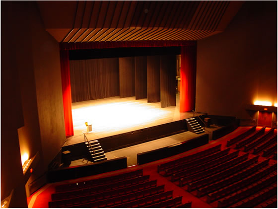 Find 2 images of examples of PROSCENIUM STAGE.