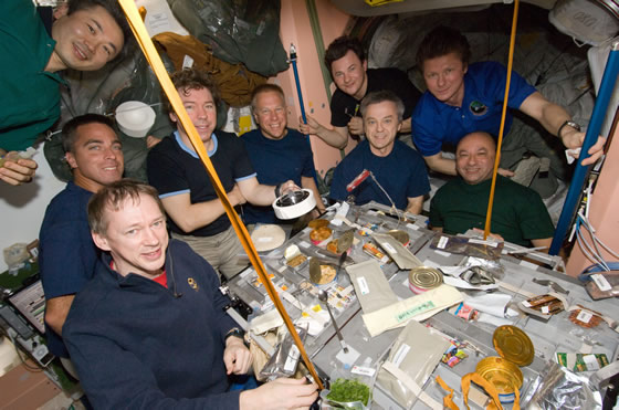 what do astronauts eat in space for breakfast lunch and dinner - photo #19